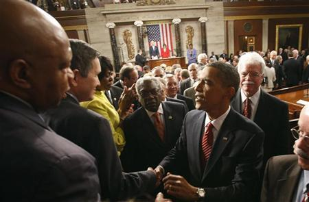 U.S. President Barack Obama speaks with Representatives Dennis Kucinich (2nd-L) (D-OH) and John Lewis (L) (D-GA) as he leaves the chamber after his speech about healthcare reform before a joint session of Congress on Capitol Hill in Washington, September 9, 2009. REUTERS/Jason Reed (UNITED STATES POLITICS HEALTH)
