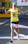 <p>Россиянка Инга Абитова на финише международного марафона в Йокохаме 15 ноября 2009 года. Чемпионка Европы в беге на 10.000 метров россиянка Инга Абитова в воскресенье победила на марафоне в японском городе Йокохама, оставив позади титулованных соперниц. REUTERS/Kyodo</p>