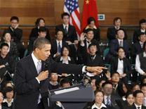"""<p>Президент США Барак Обама на встрече со студентами в Шанхае 16 ноября 2009 года. Президент США Барак Обама в понедельник назвал """"аль-Каиду"""" величайшей угрозой американской безопасности, в то время как его помощники усилили давление на Афганистан и Пакистан, добиваясь от них сотрудничества с Вашингтоном в проблемном регионе. REUTERS/Jim Young</p>"""