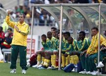 <p>Técnico da África do Sul, Carlos Alberto Parreira, durante amistoso de sua equipe com o Japão em Port Elizabeth 14/11/2009 REUTERS/Siphiwe Sibeko</p>
