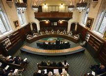 <p>Un'immagine dall'alto della Corte Suprema britannica. REUTERS/Gareth Fuller/Pool</p>