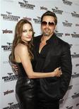 <p>Brad Pitt e Angelina Jolie in posa per i fotografi. REUTERS/Mario Anzuoni</p>