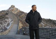 <p>U.S. President Barack Obama tours the Great Wall of China at Badaling, November 18, 2009. REUTERS/Jason Reed</p>