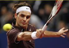 <p>Foto de arquivo do tenista número 1 do mundo, Roger Federer. O suíço enfrentará seu algoz na final do Aberto dos EUA, Juan Martin Del Potro, na fase de grupos da Copa do Mundo de tênis em Londres, após ser sorteado numa chave difícil para o torneio final da temporada. REUTERS/Christian Hartmann</p>