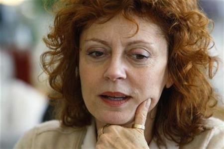 Actress Susan Sarandon speaks to girls at her table at a Girls Mentoring Luncheon, also attended by U.S. first lady Michelle Obama, at the Governor's Mansion in Denver, Colorado in this November 16, 2009 file photo. REUTERS/Rick Wilking