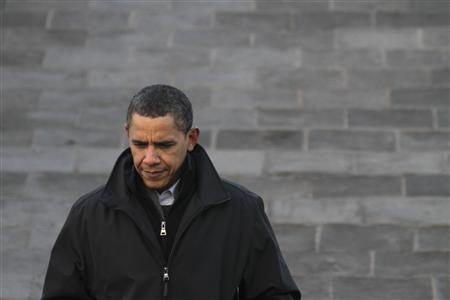 U.S. President Barack Obama tours the Badaling section of the Great Wall in Beijing November 18, 2009. REUTERS/Jason Lee