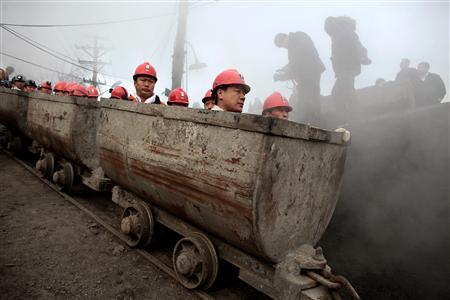 Rescuers prepare to enter the Xinxing coal mine to search for survivors following a gas explosion at the mine in Hegang, Heilongjiang Province November 22, 2009. REUTERS/Aly Song