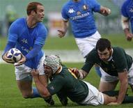 <p>Un'immagine della partita Italia-Sud Africa. REUTERS/Daniel Raunig (ITALY SPORT RUGBY)</p>