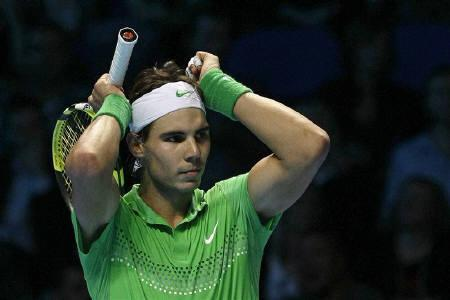 Rafael Nadal of Spain reacts during his ATP World Tour Finals first round tennis match against Robin Soderling of Sweden in London November 23, 2009.  REUTERS/Stefan Wermuth