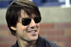 """<p>O ator Tom Cruise assite jogo de futebol americano, em Detroit. A fuga de sete touros pelas ruas centrais da cidade de Cádiz, na Espanha, paralisou as filmagens de """"Knight and Day"""", disseram as autoridades e a produtora do filme. Os animais estavam sendo preparados para participar de uma das cenas do filme com Tom Cruise.27/09/2009.REUTERS/Rebecca Cook</p>"""