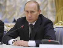<p>Российский премьер-министр Владимир Путин на встрече с немецкими предпринимателями в Москве 21 октября 2009 года. Российский фондовый и валютный рынок пострадали от негативных событий в Дубае, но они не сломят тенденцию по выходу из кризиса, заявил российский премьер Владимир Путин. REUTERS/RIA Novosti/Alexei Nikolsky/Pool</p>