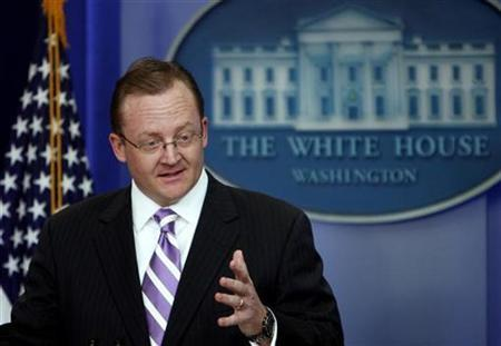 White House Press Secretary Robert Gibbs speaks during the daily press briefing at the White House in Washington in this September 28, 2009 file photo. REUTERS/Jim Young