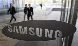 <p>Samsung Electronics se dit en bonne voie pour dépasser son objectif de vente de téléphones mobiles cette année sous l'impulsion de la croissance de ses ventes d'appareils à écran tactile. /Photo prise le 6 novembre 2009/ REUTERS/Choi Bu-Seok</p>