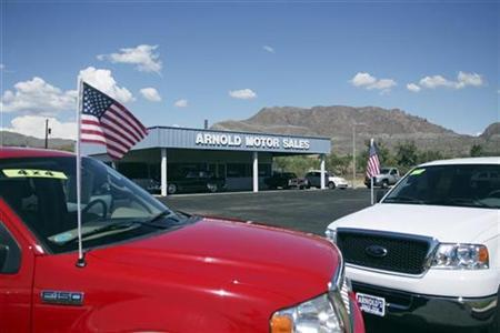 Used vehicles sit in the sales lot of Arnold Motor Sales, a family-run used car dealership in Superior, Arizona, September 9, 2009. REUTERS/Joshua Lott