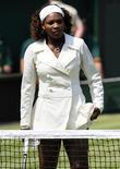 <p>A tenista número 1 do mundo, Serena Williams, foi multada em 175 mil dólares e colocada em observação pelos próximos dois anos devido ao ataque de raiva recheado de palavrões durante partida do Aberto dos Estados Unidos em setembro, afirmou a Federação Internacional de Tênis nesta segunda-feira (ITF). REUTERS/Toby Melville (BRITAIN SPORT TENNIS)</p>