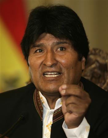 Bolivian President Evo Morales speaks during a news conference at the presidential palace in La Paz, December 7, 2009. REUTERS/Gaston Brito
