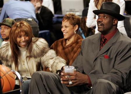 Singer Brandy (L) sits in audience with Miami Heat center Shaquille O'Neal (R) and O'Neal's wife Shaunie (C) during the 2005 NBA All-Star Saturday Night in Denver, Colorado, February 19, 2005. REUTERS/John Gress