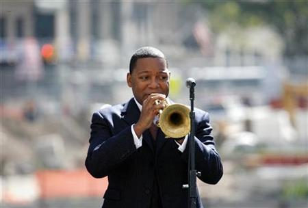 Jazz trumpeter Wynton Marsalis plays during a ceremony to mark the fifth anniversary of the September 11th attacks on World Trade Center at the site of the buildings in New York September 11, 2006. REUTERS/Shaun Best