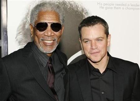 Actor Morgan Freeman (L) poses with actor Matt Damon at the Los Angeles premiere of director Clint Eastwood's film ''Invictus'' in Beverly Hills, California December 3, 2009. REUTERS/Fred Prouser