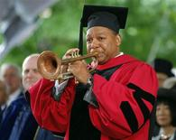 <p>Aclamado trompetista Wynton Marsalis, em foto de arquivo, se prepara para lançar um projeto novo: compor uma sinfonia de blues para orquestra.. REUTERS/Brian Snyder</p>