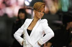 <p>Singer Rihanna poses while performing at an outdoor concert in New York's Times Square during an appearance on ABC's Good Morning America, November 24, 2009. REUTERS/Finbarr O'Reilly</p>