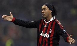 <p>Ronaldinho, em foto de arquivo, foi escolhido Jogador da Década por revista britânica. REUTERS/Alessandro Garofalo</p>