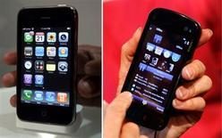 <p>Apple a annoncé avoir déposer une plainte contre Nokia qu'il accuse d'avoir violé 13 brevets technologiques lui appartenant. Cette procédure vient répondre à une autre plainte déposée en octobre par le finlandais qui estimait que le concepteur de l'iPhone avait violé 10 brevets qui lui appartenaient. /Photos d'archives/REUTERS/Jayanta Shaw/Albert Gea</p>