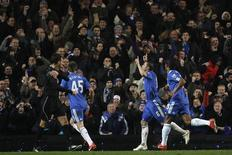 <p>Frank Lampard (C), do Chelsea, comemora após marcar um gol contra o Portsmouth em jogo do Campeonato Inglês, nesta quarta-feira. REUTERS/Stefan Wermuth</p>