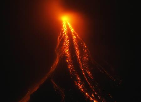 The crater of the Mayon volcano glows as lava cascades down its slopes, in Legazpi city, 500 km (310 miles) south of Manila December 19, 2009. REUTERS/Erik de Castro