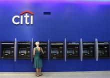 <p>Le FBI enquête sur une cyberattaque contre Citigroup qui a coûté à la banque américaine plusieurs dizaines de millions de dollars, rapporte mardi le Wall Street Journal en citant des sources gouvernementales. /Photo d'archives/REUTERS/Lucas Jackson</p>