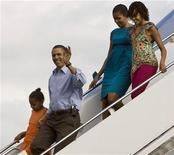 <p>President Barack Obama, first lady Michelle Obama, and their two children, Sasha and Malia, arrive for their vacation aboard Air Force One at Hickam Air Force Base in Honolulu, Hawaii, December 24, 2009. REUTERS/Larry Downing</p>