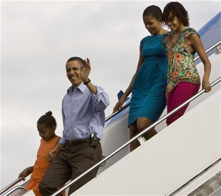 President Barack Obama, first lady Michelle Obama, and their two children, Sasha and Malia, arrive for their vacation aboard Air Force One at Hickam Air Force Base in Honolulu, Hawaii, December 24, 2009. REUTERS/Larry Downing