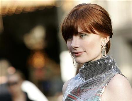 Cast member Bryce Dallas Howard poses at the U.S. premiere of the film ''Terminator Salvation'' at the Grauman's Chinese theatre in Hollywood, California, May 14, 2009. REUTERS/Danny Moloshok