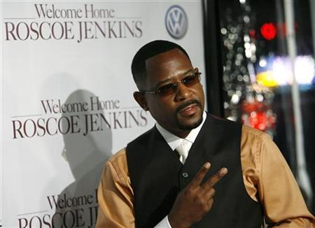 Cast member Martin Lawrence gestures at the premiere of ''Welcome Home Roscoe Jenkins'' at the Grauman's Chinese theatre in Hollywood, California January 28, 2008. REUTERS/Mario Anzuoni