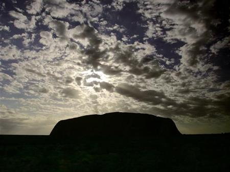 The sun rises above Uluru, also known as Ayers Rock, located around 300 km (186 miles) west of Alice Springs in outback Australia November 12, 2005. REUTERS/David Gray