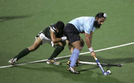 A file photo of India's Rajpal Singh (R) during the Men's Asia Cup hockey tournament in Kuantan near Kuala Lumpur, May 10, 2009. India's hockey players will resume training for next month's World Cup after resolving a pay dispute with the national body, Hockey India (HI) said on Saturday. REUTERS/Zainal Abd Halim/Files