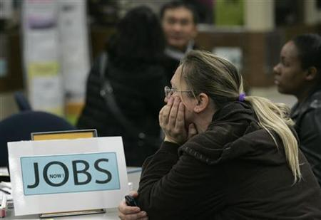 People gather while awaiting the start of seminars for job seekers at an employment center in San Francisco, November 20, 2009. REUTERS/Robert Galbraith