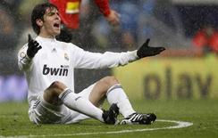 <p>Sob neve, Kaká, do Real Madrid, reage durante lance em jogo contra o Real Mallorca no estádio Santiago Bernabéu, em Madri, na Espanha, neste domingo. O Real Madrid venceu por 2 x 0. REUTERS/Juan Medina</p>