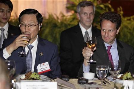 U.S. Treasury Secretary Timothy Geithner (R) and China's Finance Minister Xie Xuren toast during a dinner after the first meeting of the U.S.-China Strategic and Economic Dialogue in Washington, July 28, 2009. REUTERS/Yuri Gripas