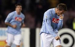 <p>L'attaccante del Napoli German Denis, che ha regalato il terzo posto alla squadra di Mazzarri. REUTERS/Tony Gentile</p>