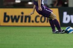<p>Bwin, sponsor di diverse squadre di calcio, è una società austriaca di scommesse sportive. Foto d'archivio. REUTERS/Robert Zolles</p>