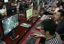 <p>La industria china del juego online redujo su ritmo de crecimiento en el 2009, creciendo un 30,2 por ciento hasta los 27.100 millones de yuanes (unos 4.000 millones de dólares) en el último año, según datos de la firma de investigación iResearch. Las principales casas de juegos del 2009 por cuota de mercado fueron Tencent Holdings, Shanda Games y NetEase.com, según la empresa pequinesa de investigación. REUTERS/Stringer/Archivo</p>