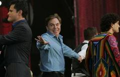 <p>Andrew Lloyd-Webber (2nd L) gestures towards Donny Osmond (L) as Lee Mead (2nd R) and Jason Donovan (R) walk across the stage during their performance at the Concert for Diana at Wembley Stadium in London July 1, 2007. REUTERS/Luke MacGregor</p>