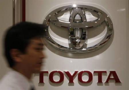 A man walks past a logo of Toyota Motor at its dealers shop in Yokohama, south of Tokyo August 4, 2009. REUTERS/Toru Hanai/Files