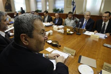 Israel's Defence Minister Ehud Barak (L) sits across from Prime Minister Benjamin Netanyahu (2nd R) during the weekly cabinet meeting in Jerusalem January 10, 2010. REUTERS/Baz Ratner