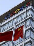 <p>Национальный флаг Китая у представительства Google в Пекине 13 января 2010 года. Интернет- гигант Google Inc угрожает прекратить работу в Китае - крупнейшем интернет-рынке по числу пользователей - после того, как почтовые ящики китайских правозащитников подверглись хакерским атакам. REUTERS/Jason Lee</p>