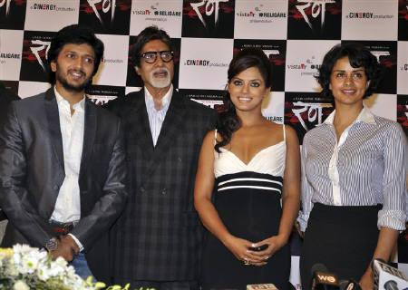 Bollywood actors Ritesh Deshmukh, Amitabh Bachchan, Neetu Chandra and Gul Panag (L-R) pose at a news conference for their upcoming film ''Rann'' in Mumbai January 12, 2010. REUTERS/Manav Manglapal