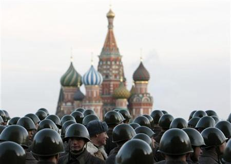 Russian servicemen in historical uniforms stand during military parade training in Red Square in Moscow, November 5, 2009. REUTERS/Denis Sinyakov