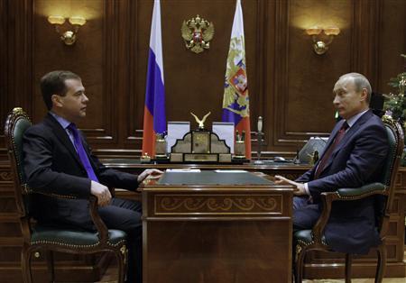 Russia's President Dmitry Medvedev (L) meets with Prime Minister Vladimir Putin at the presidential residence Gorki outside Moscow January 14, 2010. REUTERS/Ria Novosti/Kremlin/Dmitry Astakhov