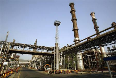File photo of the Bharat Petroleum Corporation refinery in Mumbai, April 24, 2008. State oil companies may get cash instead of oil bonds as compensation from the government for selling fuel at below market prices, the oil secretary said on Thursday. REUTERS/Punit Paranjpe/Files